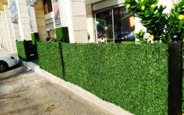 سور جداري من العشب الصناعي