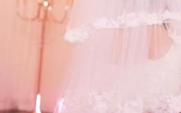 فستان عرس ابيض اللون من افخم البوتيكات في السعوديه جديد غير ملبوس للبيع