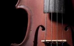 تعلم العزف على آلة الكمان !!