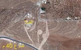 قطعة ارض عليها فيلا عضم على راس جبل تكشف عمان من شرقها الى غربها